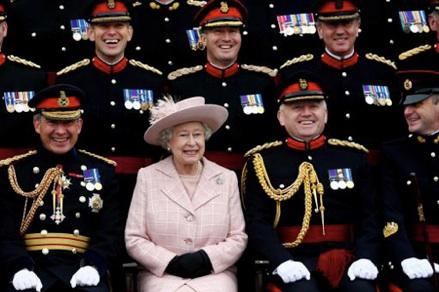 queen_military